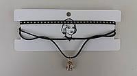 Чокер на шею с заклепками и металлическим украшением