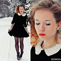 Короткое бархатное платье с воротничком расшитым жемчугом