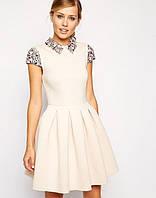 Эксклюзивное трикотажное короткое платье, расшитое камнями, с юбкой со складами