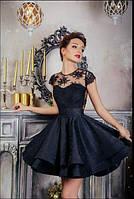 Короткое комбинированное платье с пышной юбкой