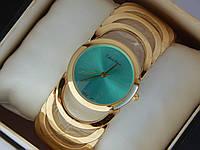 Яркие женские наручные часы Calvin Klein сбирюзовым циферблатом