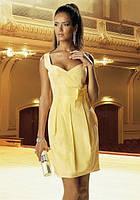 Очаровательное короткое приталенное платье с юбкой со складами, на беретелях