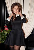 Короткое платье расклешенное от линии талии с кружевным воротничком и манжетами