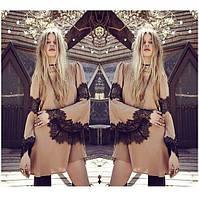 Короткое шифоновое платье со вставками из гипюра