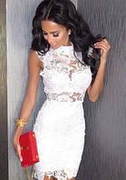 Короткое ажурное платье с воротником-стойка, без рукавов