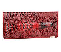 Женский кошелек и натуральной кожи с изображением крокодила