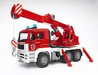 Игрушка Bruder Пожарный автомобиль с краном, свет, звук М1:16 (02770)