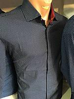 Черная мужская рубашка с красной планкой в белый горошек