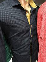 Черная мужская рубашка с желтой планкой в горошек