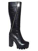 Женские кожаные зимние сапоги на каблуке c диагональной змейкой