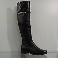 Высокие кожаные зимние сапожки на маленьком каблуке