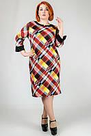 Стильное платье  полуприлегающего силуэта
