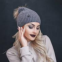 Трендовая женская шапка с брошью и помпоном из натурального меха шерсть