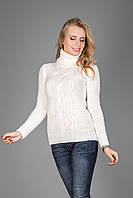Теплый женский свитер из мягкой пряжи с воротником под горло молочный