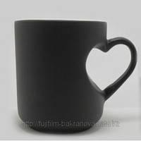 Чашка для сублимации хамелеон  с ручкой в виде сердца черная