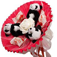 Букет из мягких игрушек Панды с конфетами Raffaello