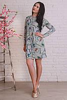 Красивое платье свободного кроя с интересным принтом в сером цвете