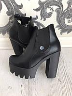 Женские зимние ботинки на тракторной подошве и каблуке без застежки