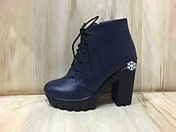 """Женские зимние ботинки на тракторной подошве и каблуке из натуральной кожи """"Шнуровка"""" синего цвета"""