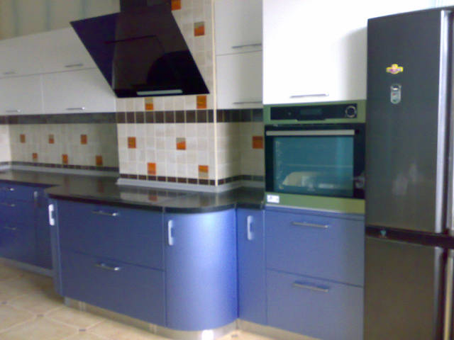 Угловая кухня с радиусными фасадами 2