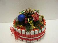 Подарок на Новый год из конфет, букеты из конфет, торт из шоколада Киндер