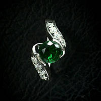 Женское кольцо из серебра с камнями