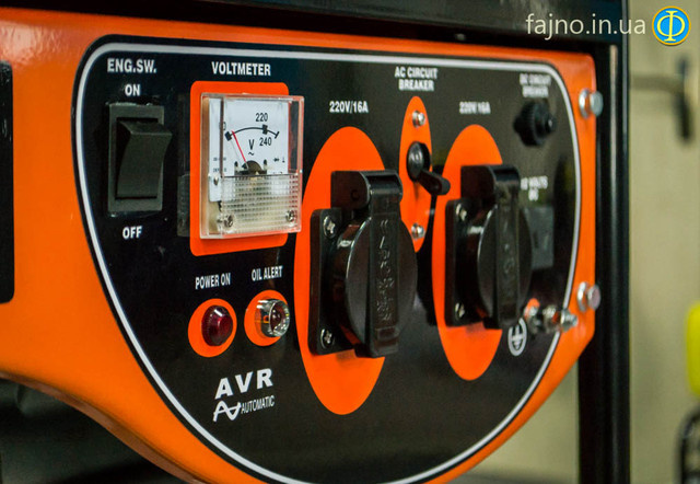 Бензиновый генератор имеет выход 12вольт бензиновый