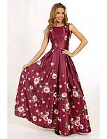 Женское вечернее платье макси цвета бордо с цветочным рисунком из атласной ткани, без рукава.