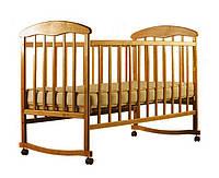 """Детская кроватка """"Наталка"""", дерево ольха, колёса, качалки, опускающийся бортик, светлая"""