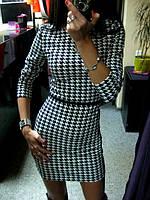 Мини платье из трикотажа с принтом гусинная лапка