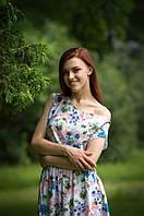 Летнее платье спадающее с плеча из натуральных тканей