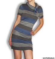 Платье вязаное в в серо-джинсовую полоску с горловиной-хомутом