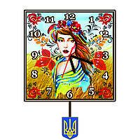 Часы настенные с маятником в украинском стиле