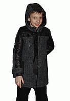 Утепленное пальто для мальчика с капюшоном.