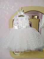 Нарядное платье на девочку с пышной юбкой декорировано снежинками и камнями
