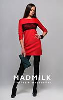 Платье трикотажное красного цвета с кружевом на груди
