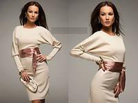 Платье трикотажное с объемными рукавами и атласным поясом