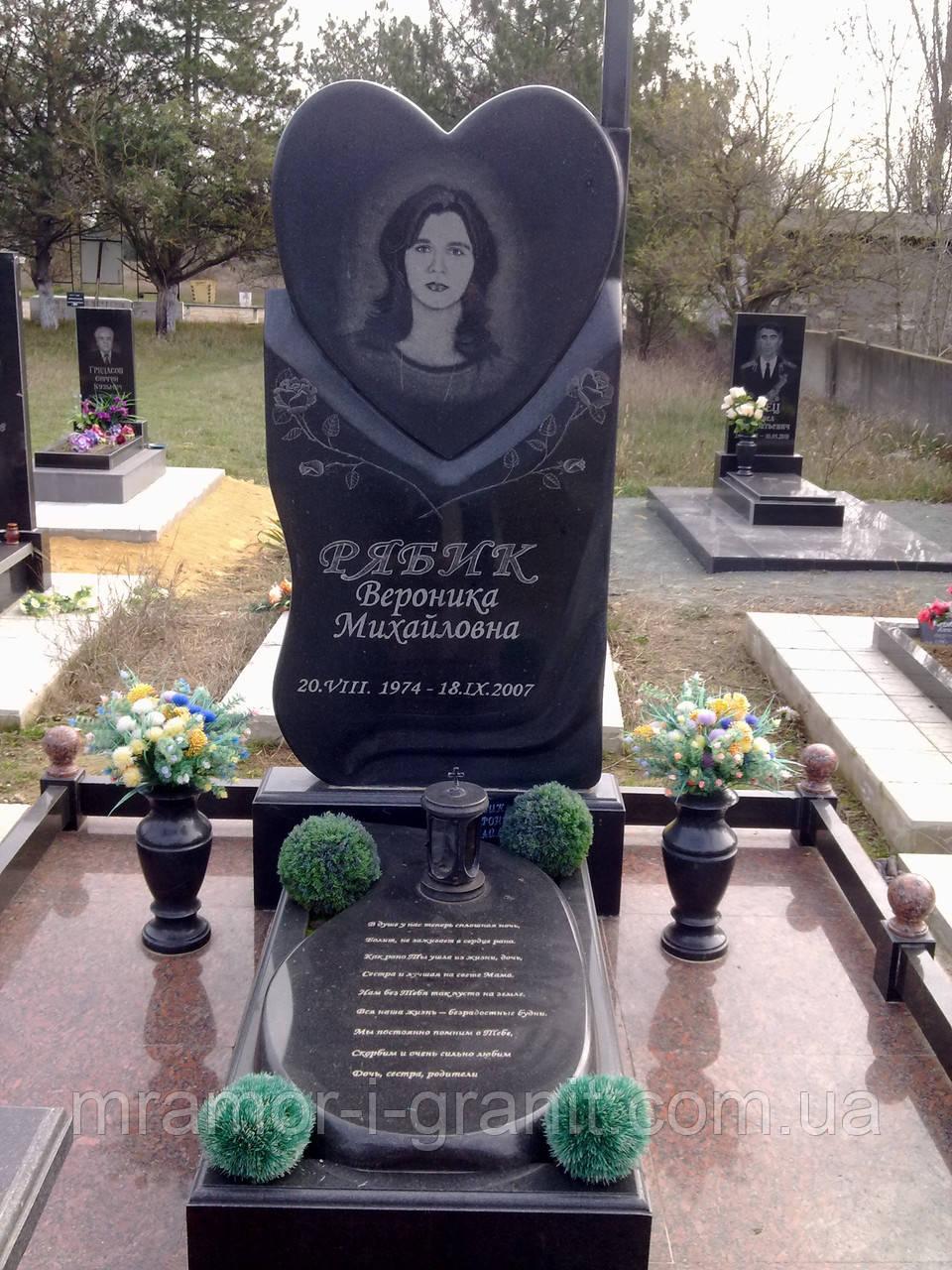 Заказ памятника на кладбище Крымская Мемориальный одиночный комплекс с крестом Клин