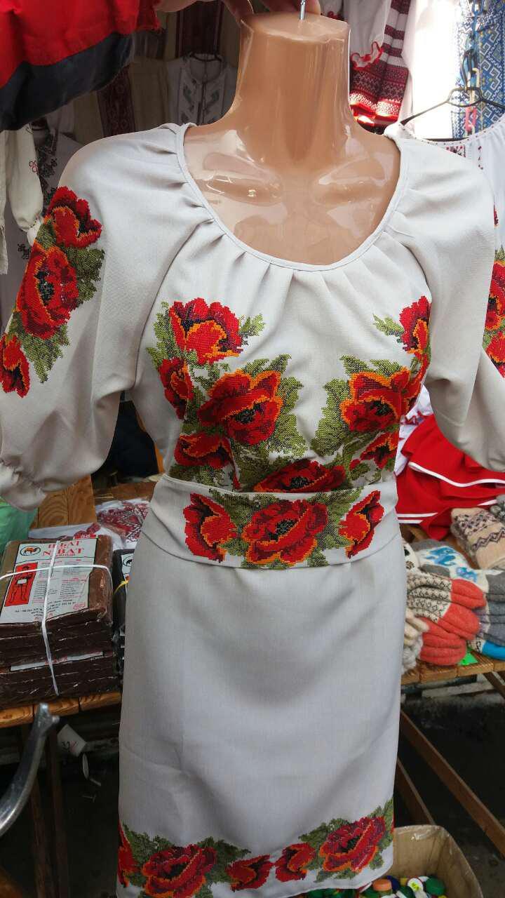Маки вышивка на платье 615