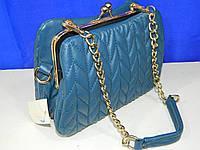 Маленькая сумочка гофре с поцелуйчиком синяя