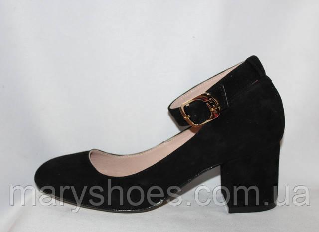 Женские замшевые туфли на небольшом каблуке