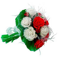 Бело-красные розы в букете