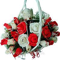Букет из конфет Корзиной роз с Мишкой