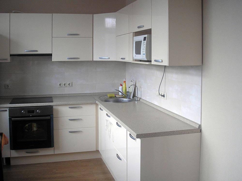 Угловая кухня под заказ в белом цвете - индивидуальный размер