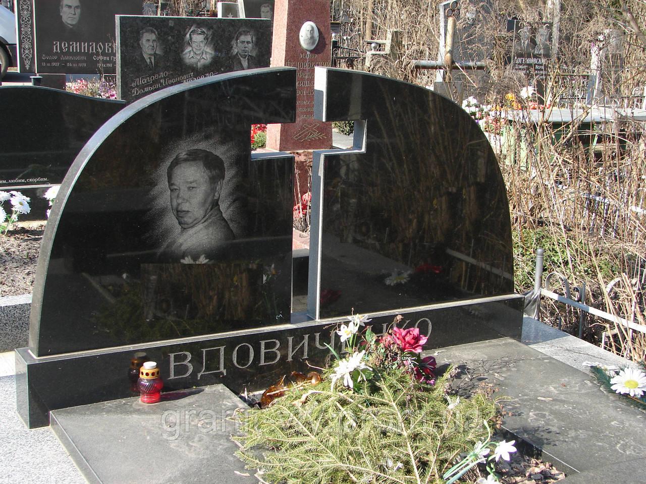 Памятник на могилу Тюмень Памятник Скала с колотыми гранями Белокаменная