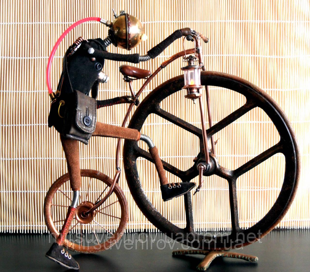 На велосипеде с подарком 311