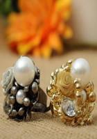 Кольцо с жемчужинами и розами золотистого цвета G500103