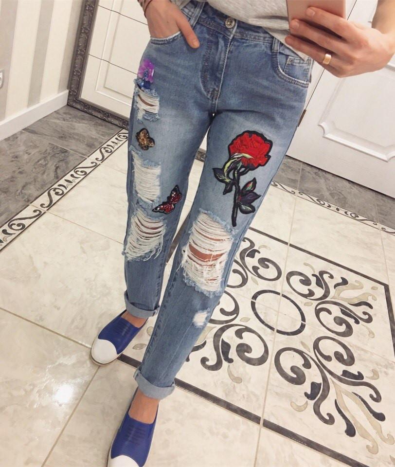 Рваные джинсы с вышивкой розы 88