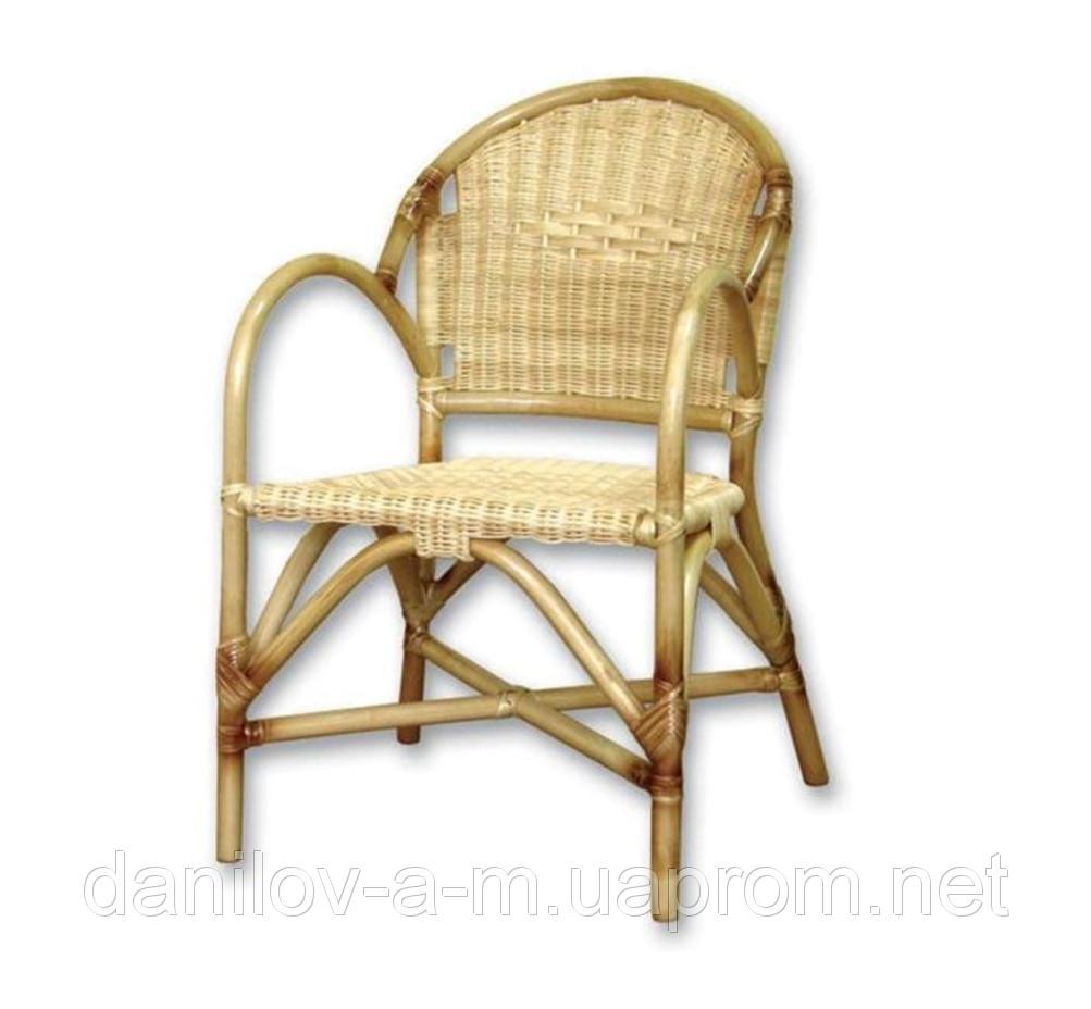 Кресло из ротанга  магазине