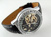 Женский гламур от GOER - heart - механические с автозаводом, цвет платина на черном ремешке